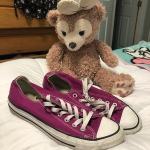 converse low tops fuschia sneakers